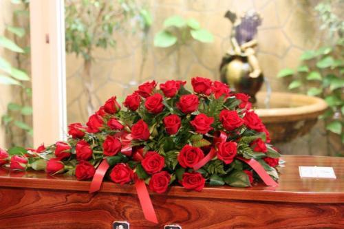 44.Half casket red roses